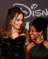Захара Collection: 14-летняя дочь Анджелины Джоли выпускает коллекцию украшений ювелирных изделий